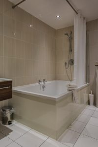 200_Bridal_Suite_Bathroom_2