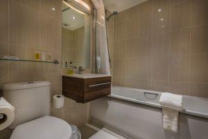 214_Classic_Family_4_Bathroom