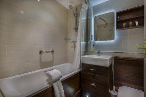 310_Classic_Twin_Bathroom